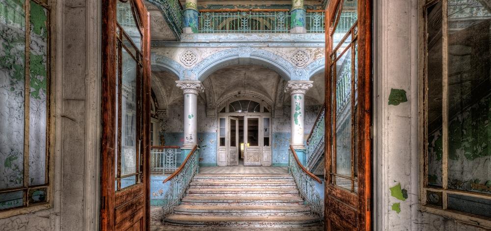 Plexiglas verlaten gebouw 66x140