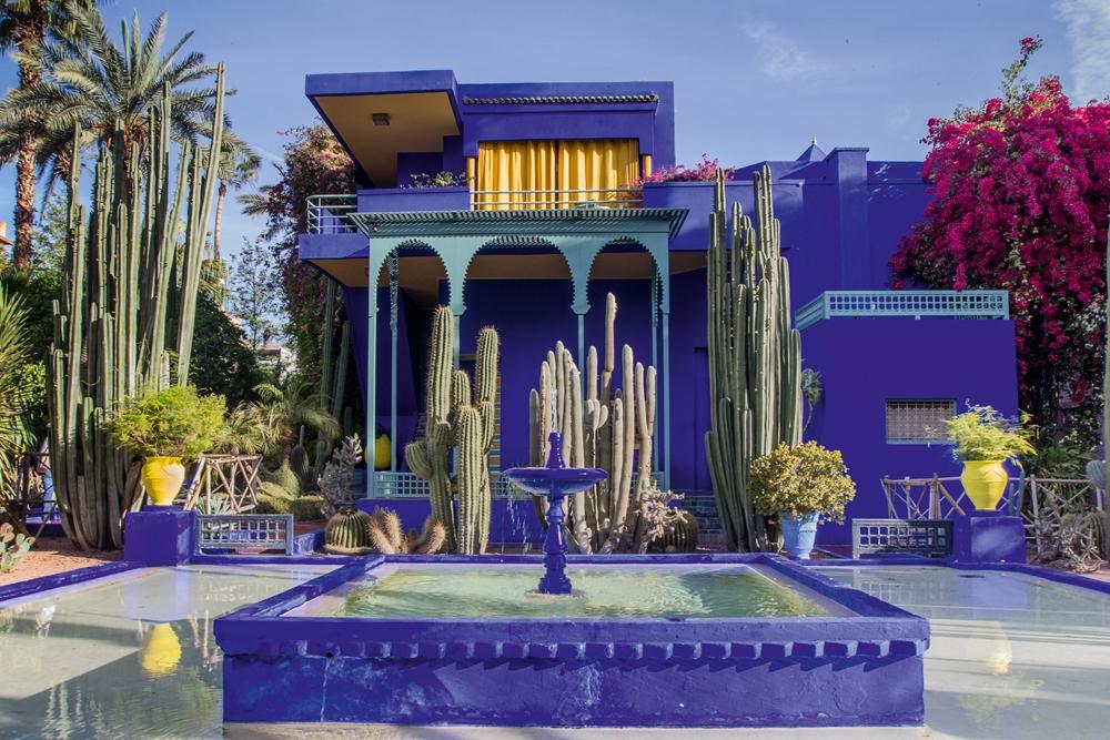 Plexiglas villa in marrakech 80x120