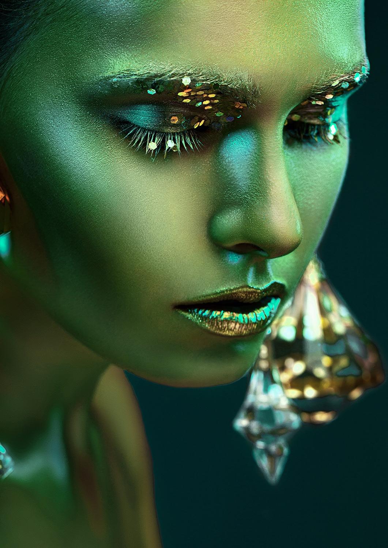Portrait of beauty op glas 70x100
