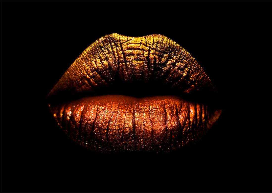 Golden lips op glas 70x100