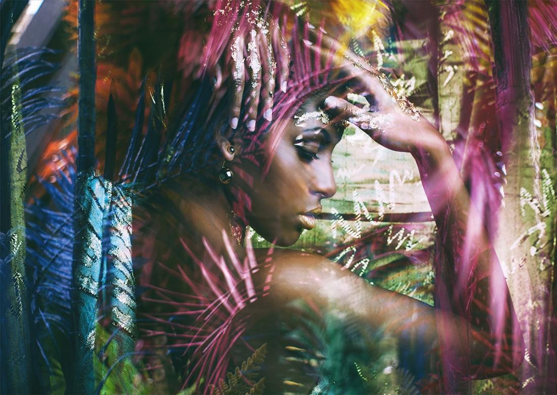 Mythic woman op glas 70x100