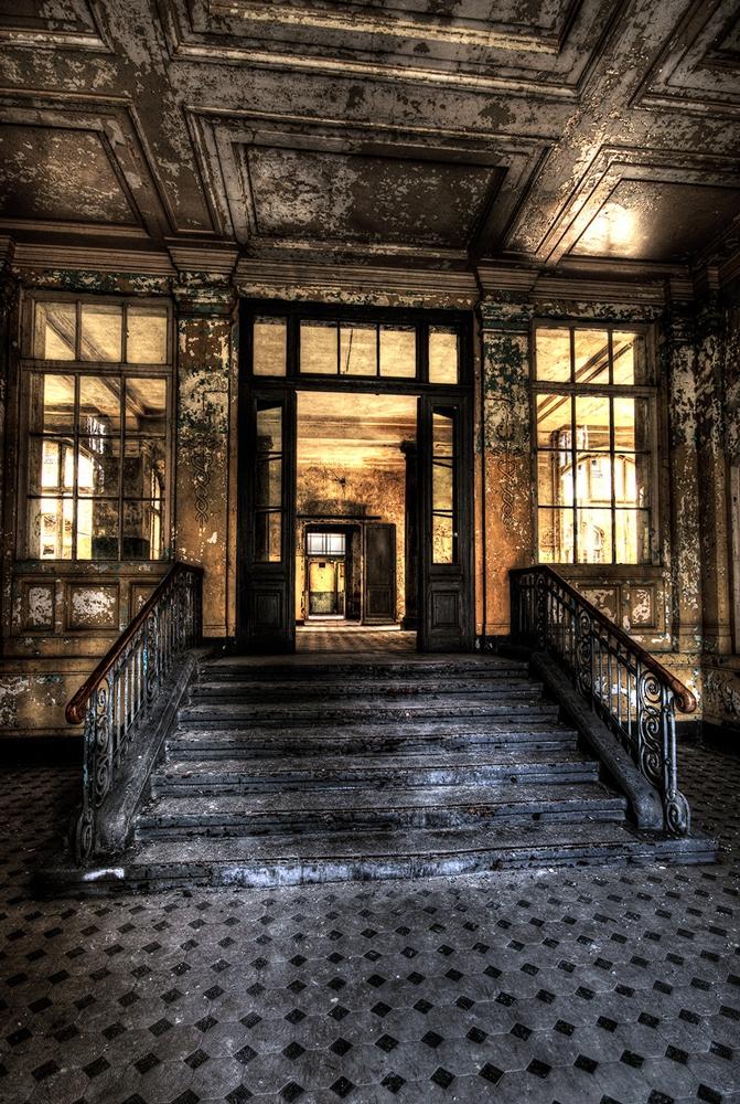 Verlaten gebouw op glas 80x120