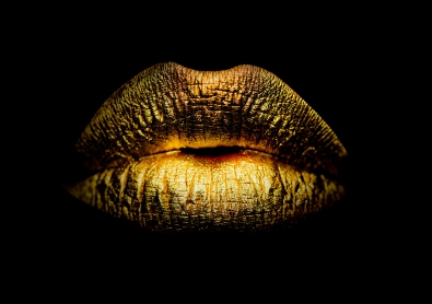 Golden lips op glas 70x100