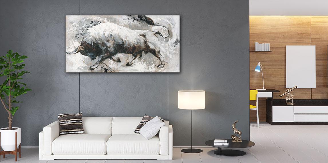 Groot stieren schilderij aan de muur